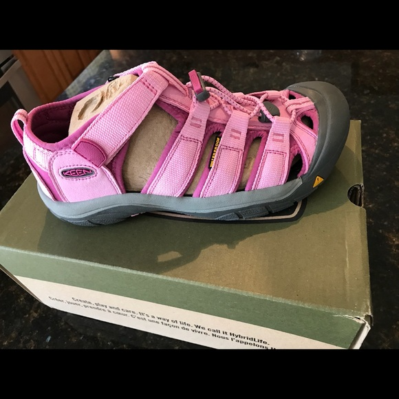 a430b6bbc5f0 Keen pink shoes new in box Sz 6